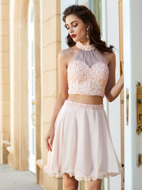 Pink Chiffon Halter A-Line/Princess Short/Mini Graduation Dresses