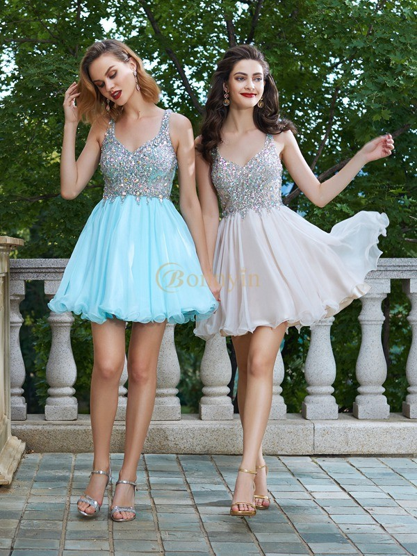 Chiffon Straps A-Line/Princess Short/Mini Graduation Dresses
