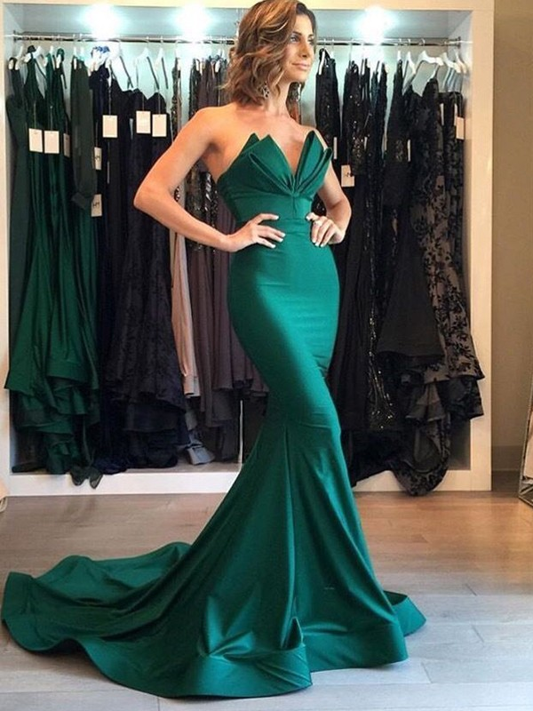 Green Satin V-neck Trumpet/Mermaid Court Train Dresses