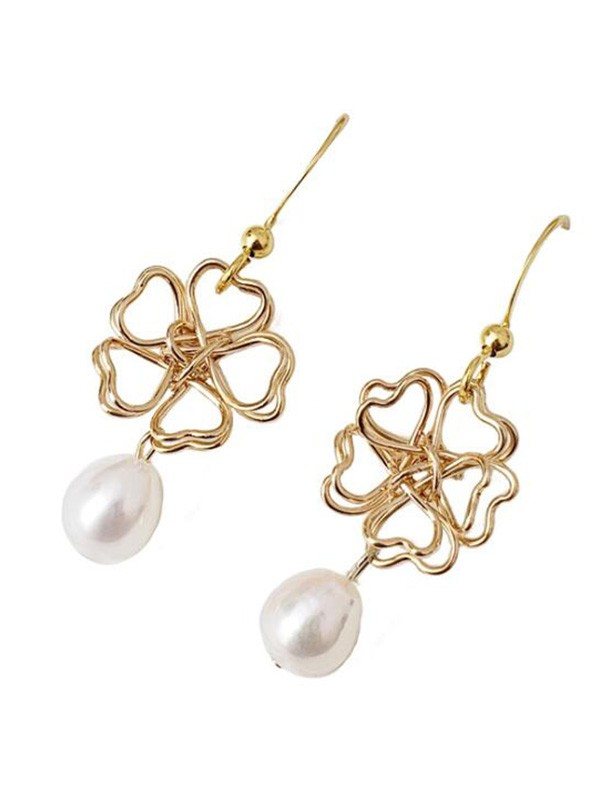 Graceful Pearl With Flower Hot Sale Earrings For Ladies