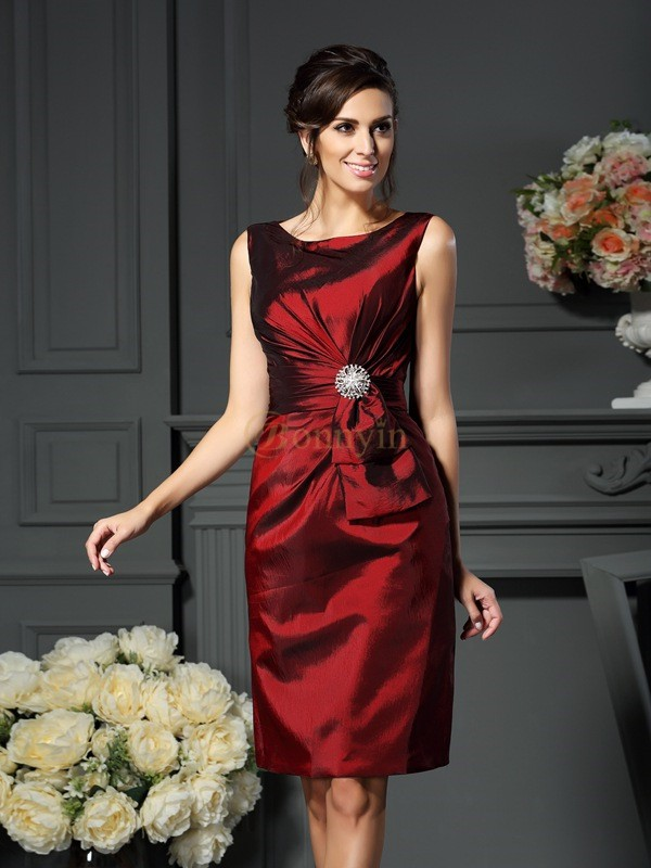 Burgundy Taffeta Scoop Sheath/Column Knee-Length Mother of the Bride Dresses